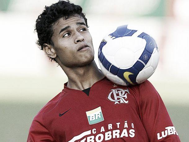 Após ano brilhante, Éverton acerta sua volta ao Flamengo