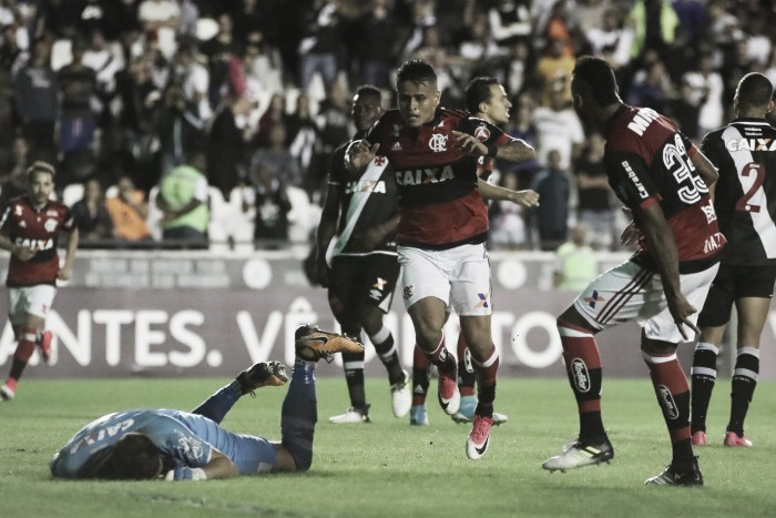 Autor do gol da vitória, Éverton lamenta confusão após jogo em São Januário