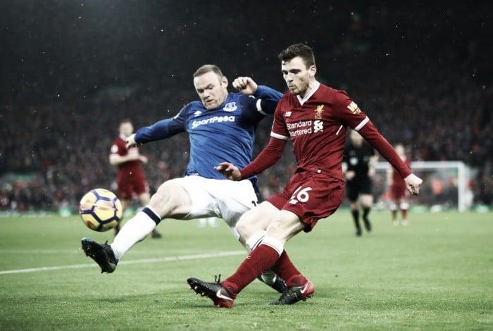 Rooney, de penalti, salva un punto de Anfield