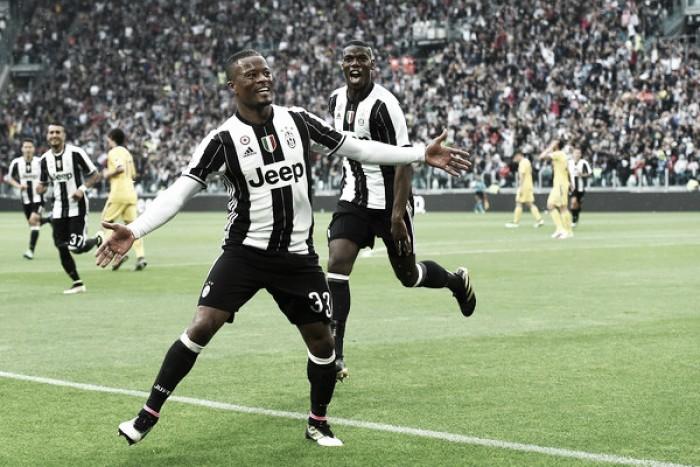 Evra renova contrato com a Juventus até 2017 com opção para mais um ano