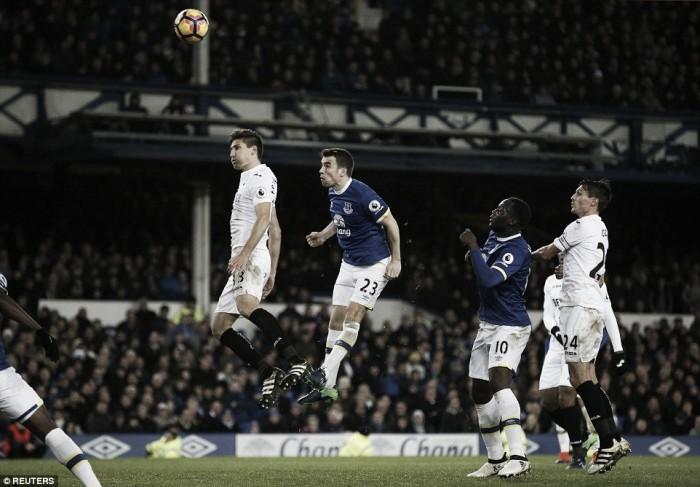 Premier League - I risultati del sabato: dilaga il Sunderland, l'Everton si salva nel finale