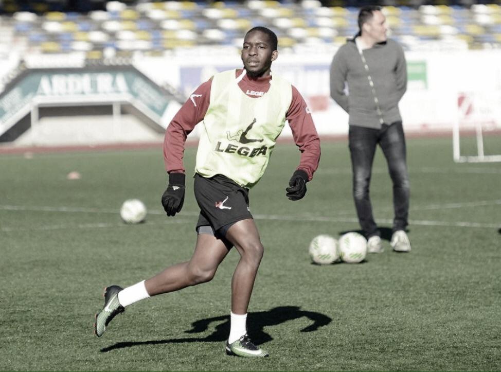 Thabang Maponya durante un entrenamiento. | Foto: La Nueva España