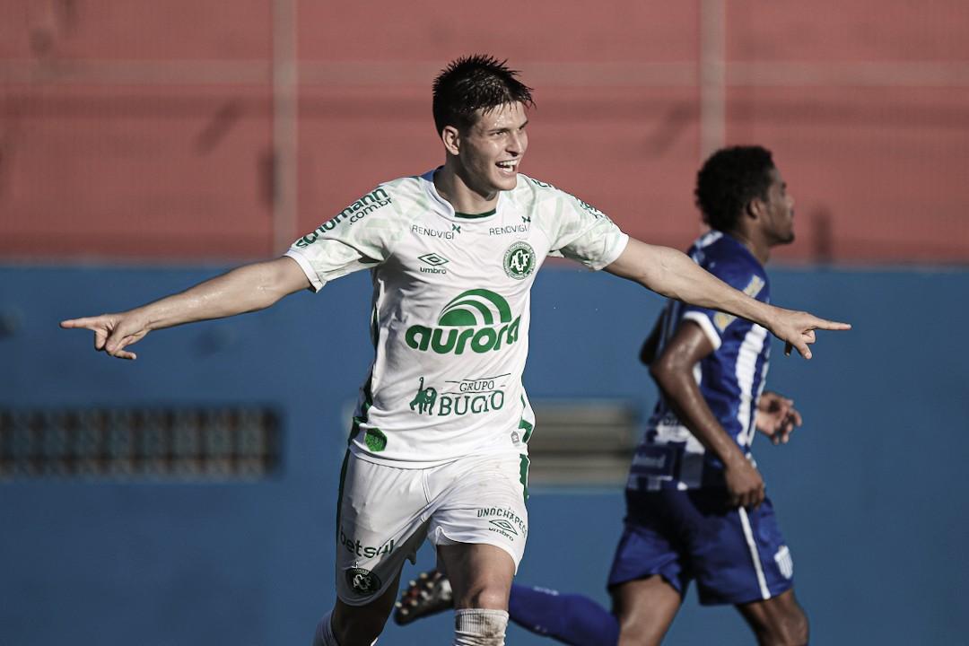 Chapecoense vence Avaí com pênalti polêmico e assume ponta do Catarinense