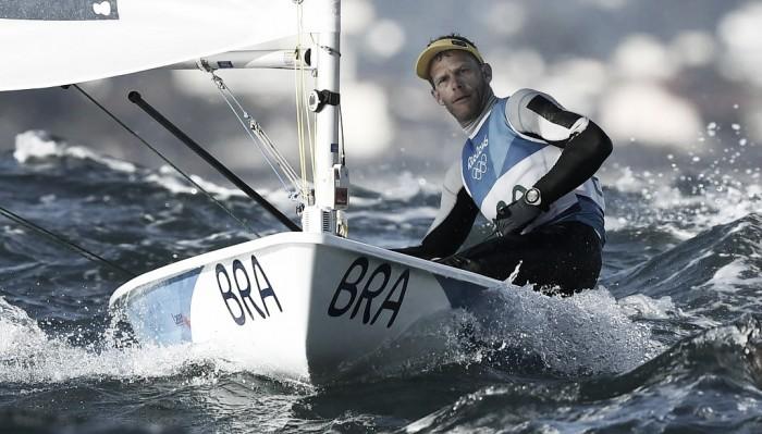 Vela: Robert Scheidt termina em 4° lugar na Laser, Australiano é ouro