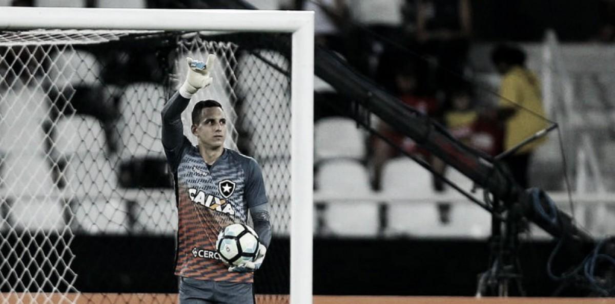 Com lesão no punho, Gatito Fernández desfalca Botafogo por um mês