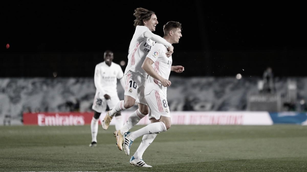 Real Madrid vence clássico contra Barcelona e assume liderança provisória no Espanhol