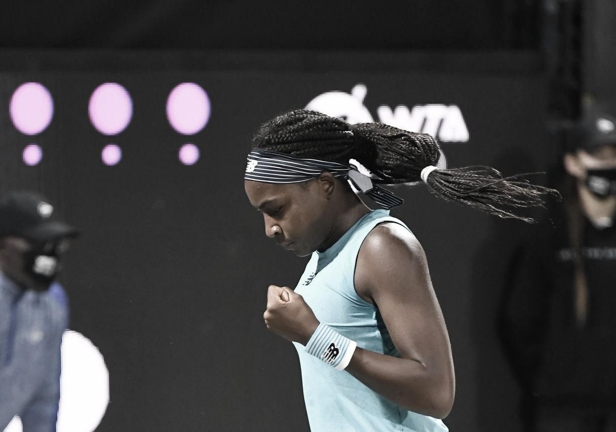 Gauff aplica 'pneu' e supera Pironkova na primeira rodada em Charleston
