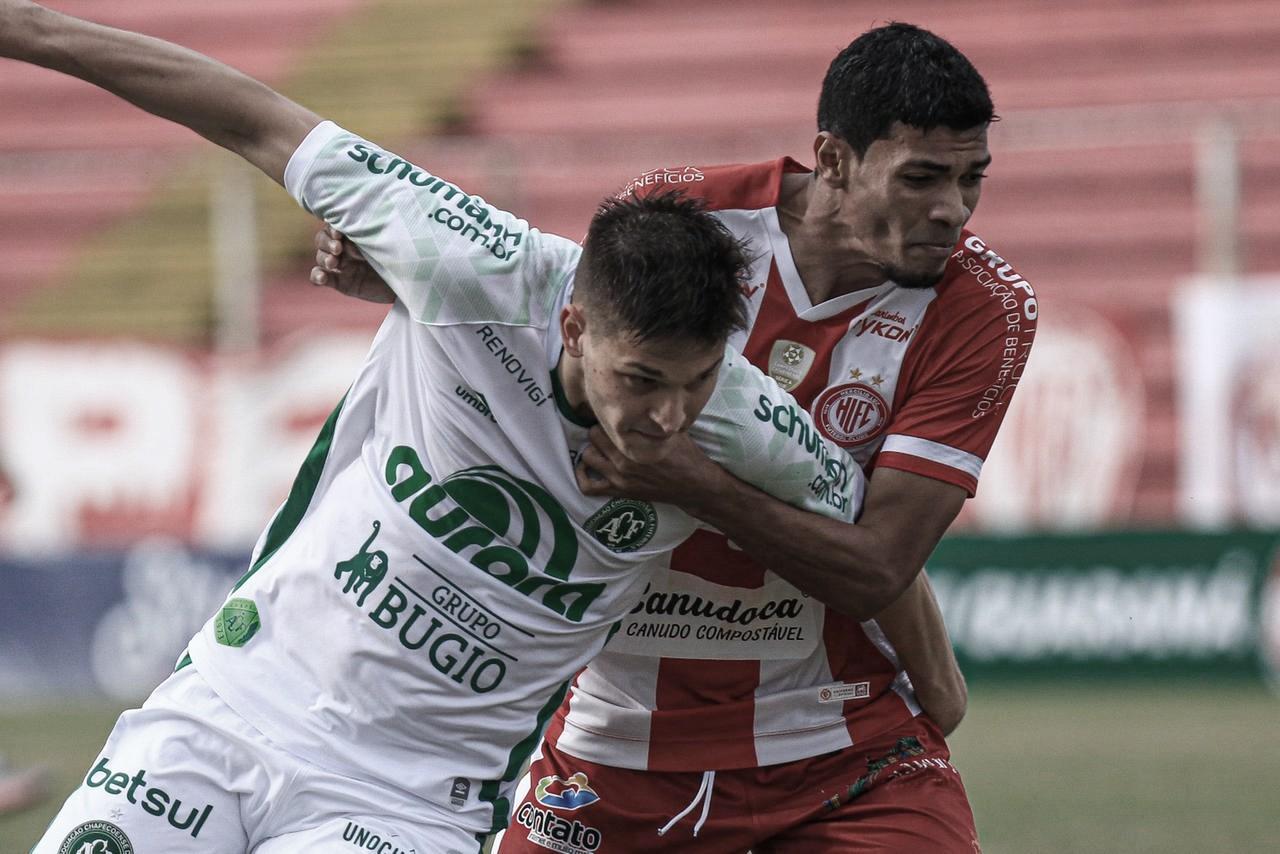 Com pouca criatividade, Hercílio Luz e Chapecoense empatam sem gols pelas quartas do Catarinense
