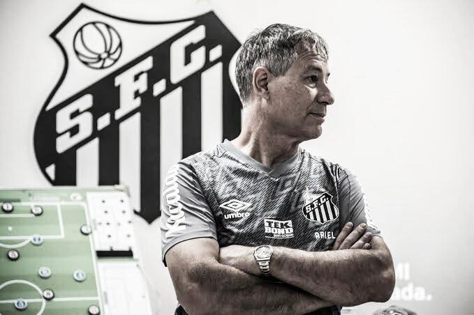 Após sequência de maus resultados, Ariel Holan pede demissão do Santos