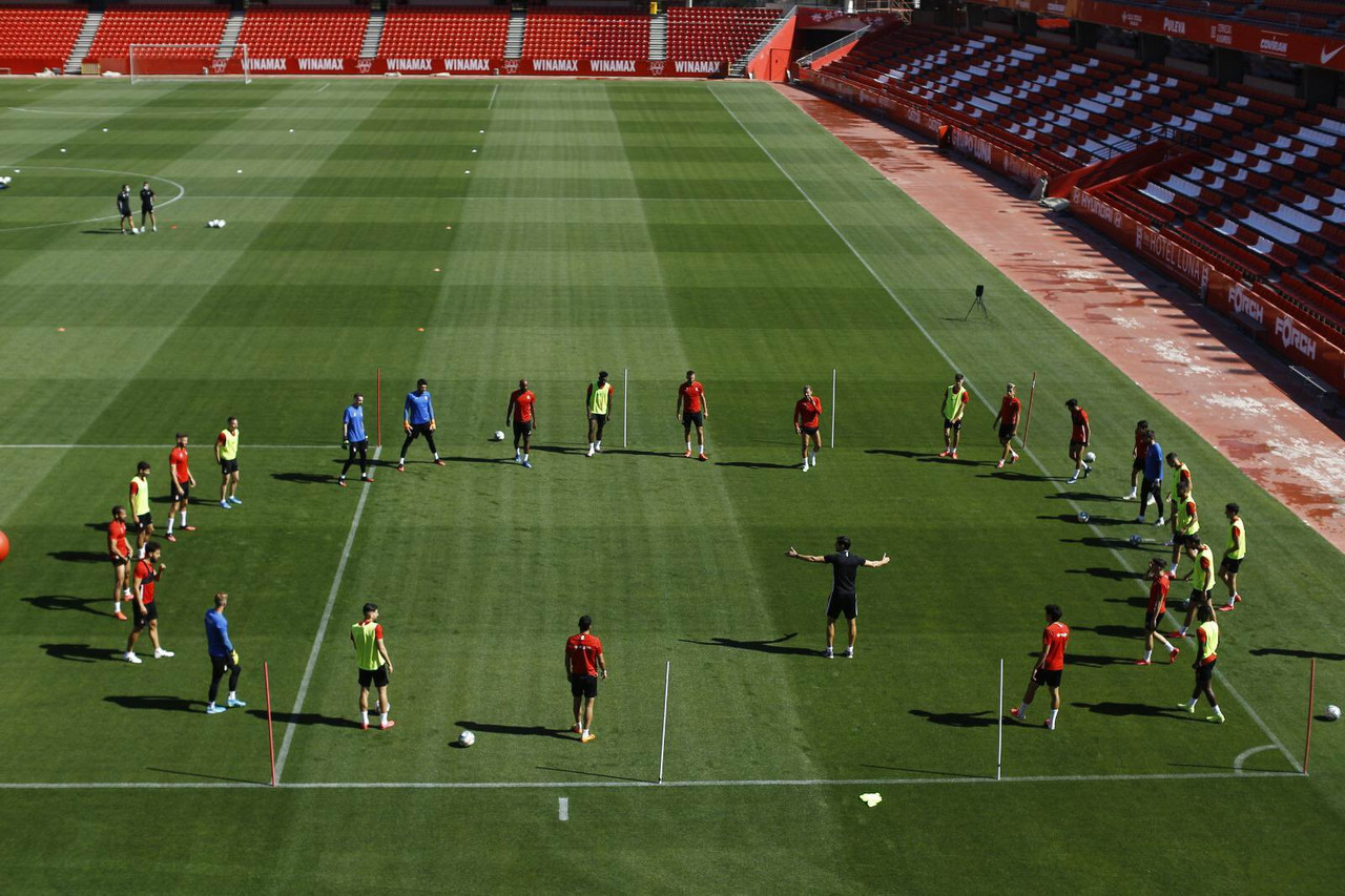 El Granada CF realiza su primer entrenamiento colectivo en Los Cármenes