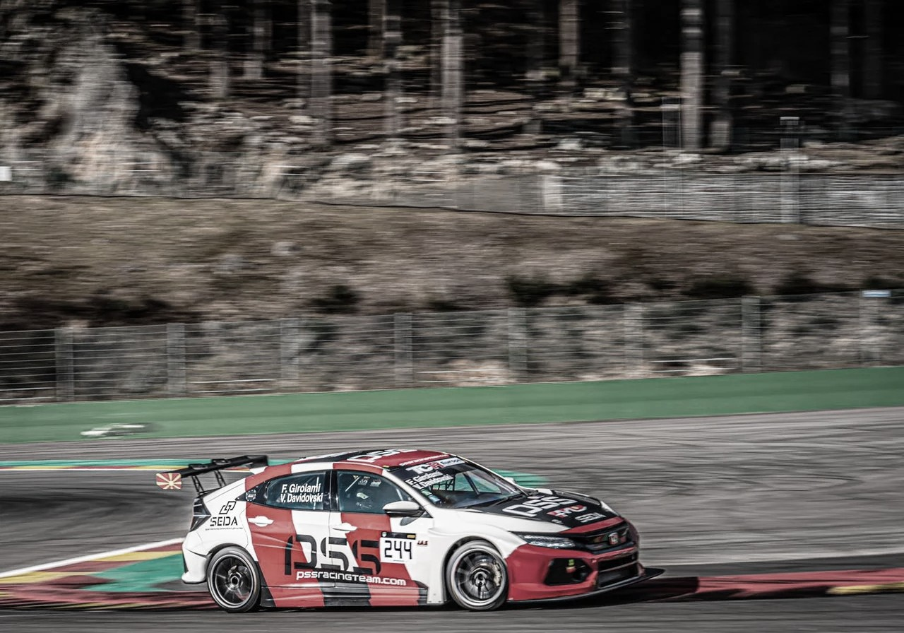 Girolami pone primera en el TCR Europeo