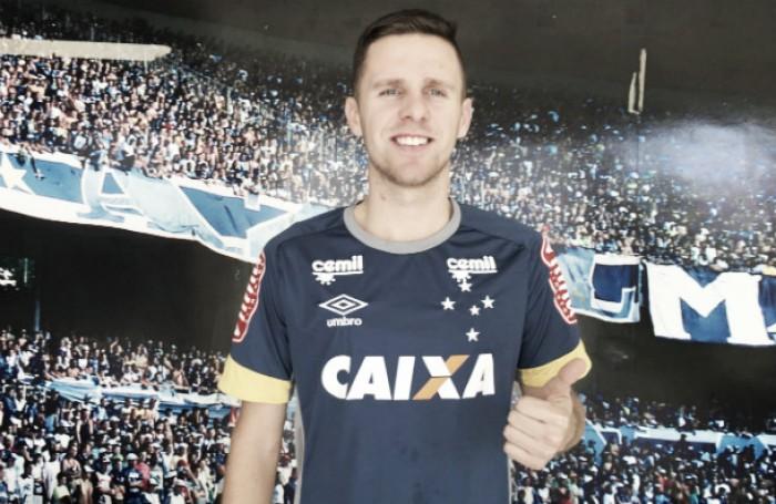 Cruzeiro apresenta lateral-direito Ezequiel, ex-Criciúma