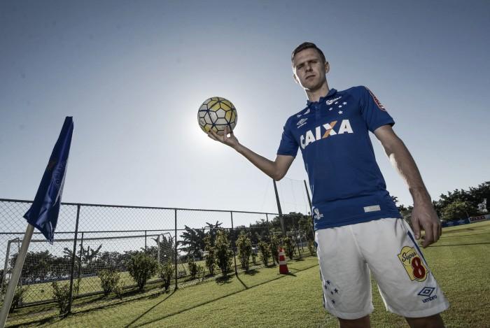 """Ezequiel celebra primeira chance como titular do Cruzeiro: """"Preparado para fazer o melhor"""""""