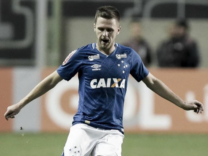 Lateral Ezequiel tem lesão constatada e vira desfalque no Cruzeiro por tempo indeterminado