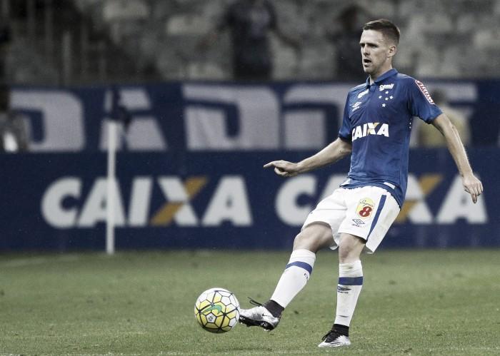 """Boas atuações não fazem Ezequiel se sentir titular no Cruzeiro: """"Tenho muito a evoluir ainda"""""""
