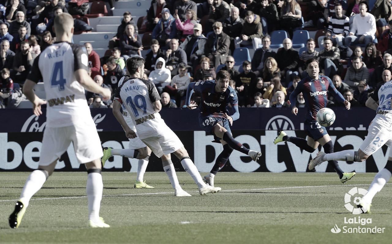 Aleix Vidal decide un partido gris