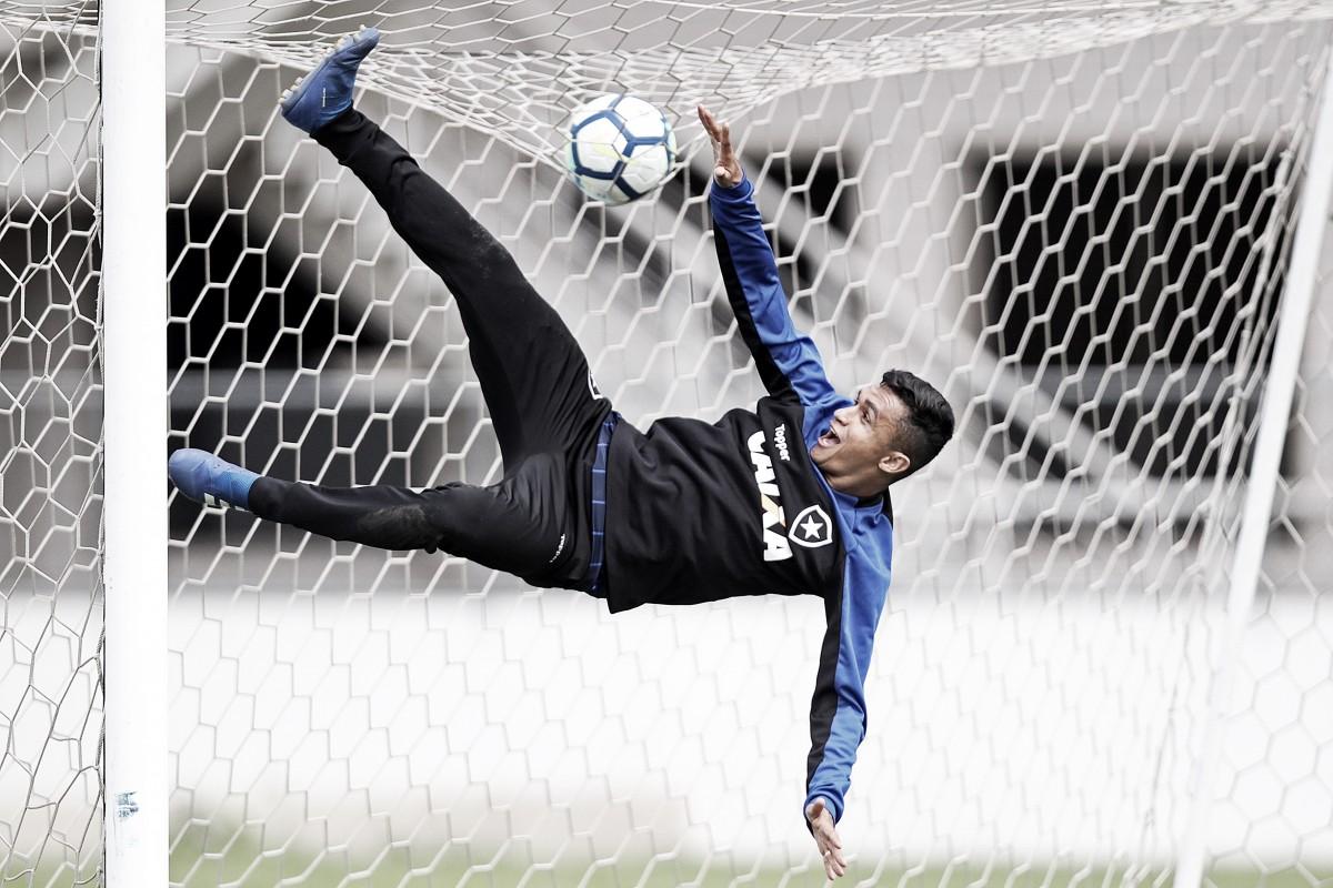 """Erik se sente bem recebido no Botafogo e promete: """"Vou me dedicar ao máximo"""""""