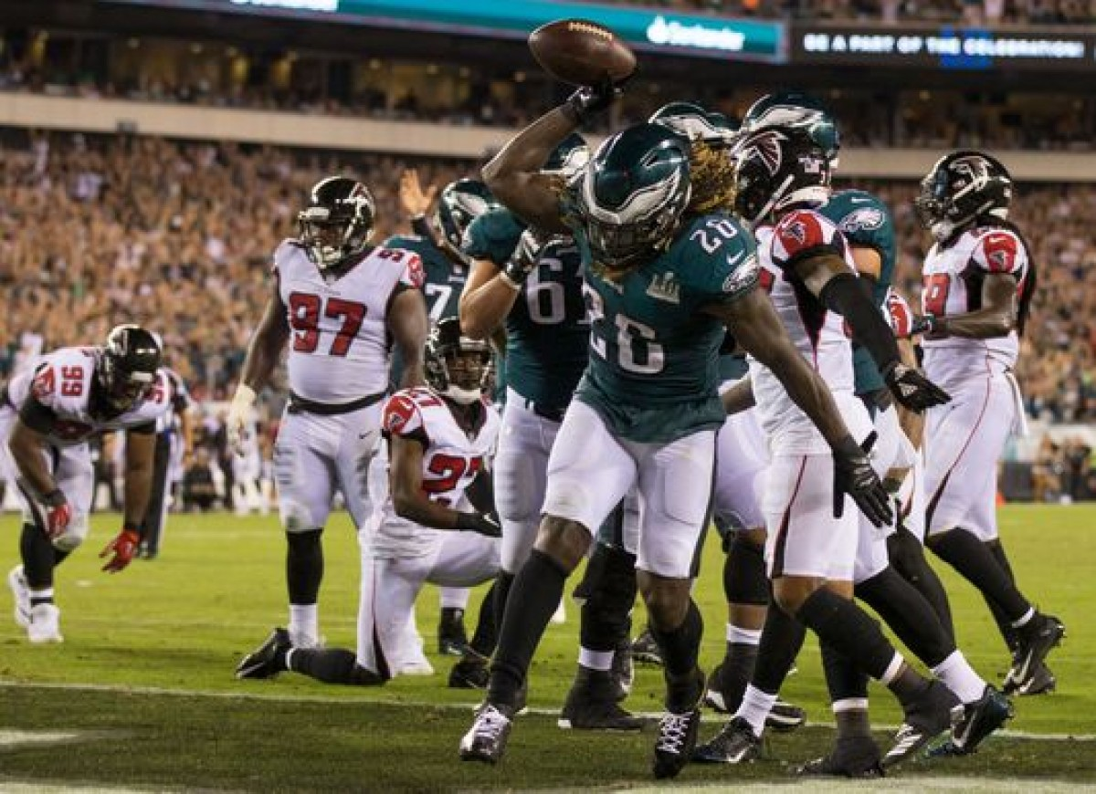 Eagles Use Patriots' Verision Of 'Philly Special' Against Falcons