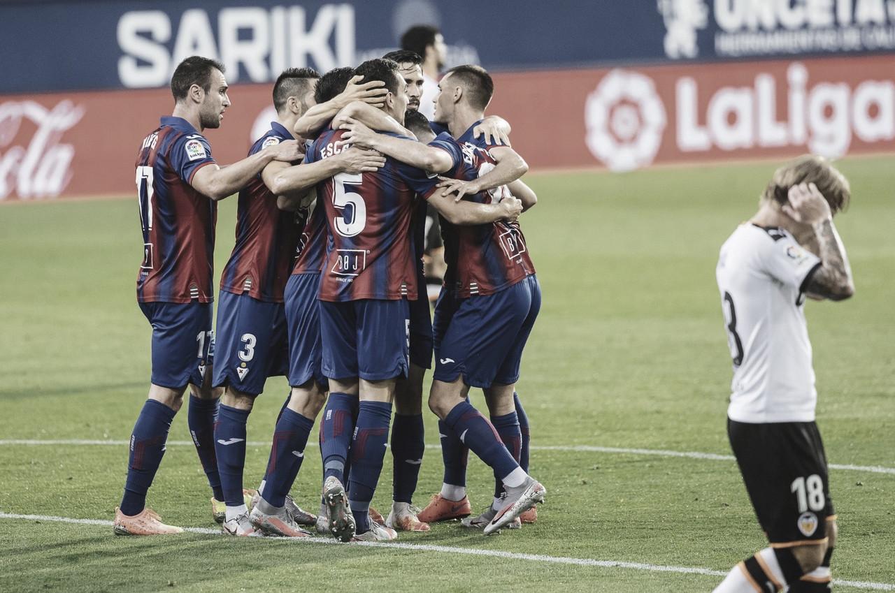 Eibar conta com gol contra, bate Valencia e ganha sobrevida na luta contra rebaixamento