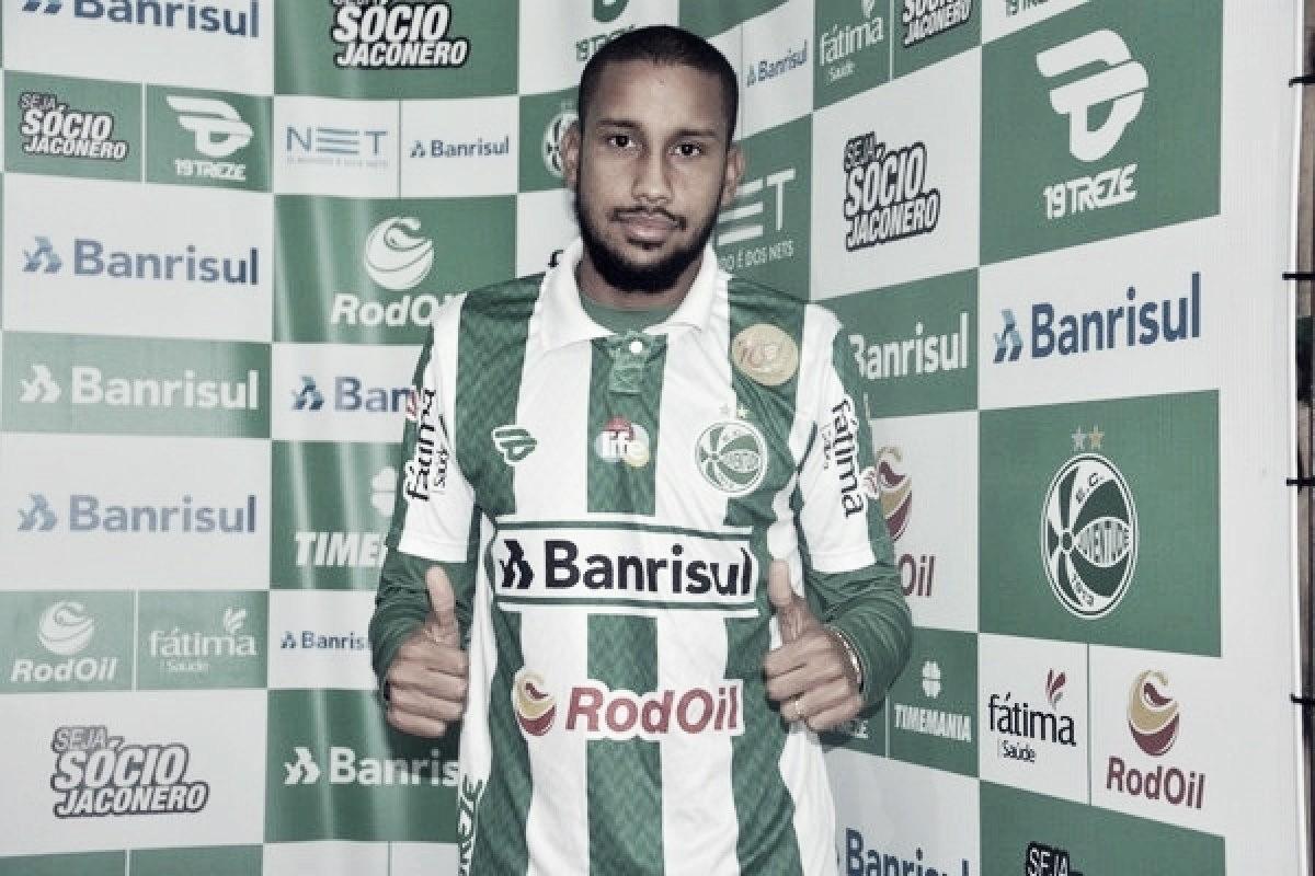 """Empresário do volante Jair revela que jogador já pensa em clube novo: """"Cabeça está no Sport"""""""