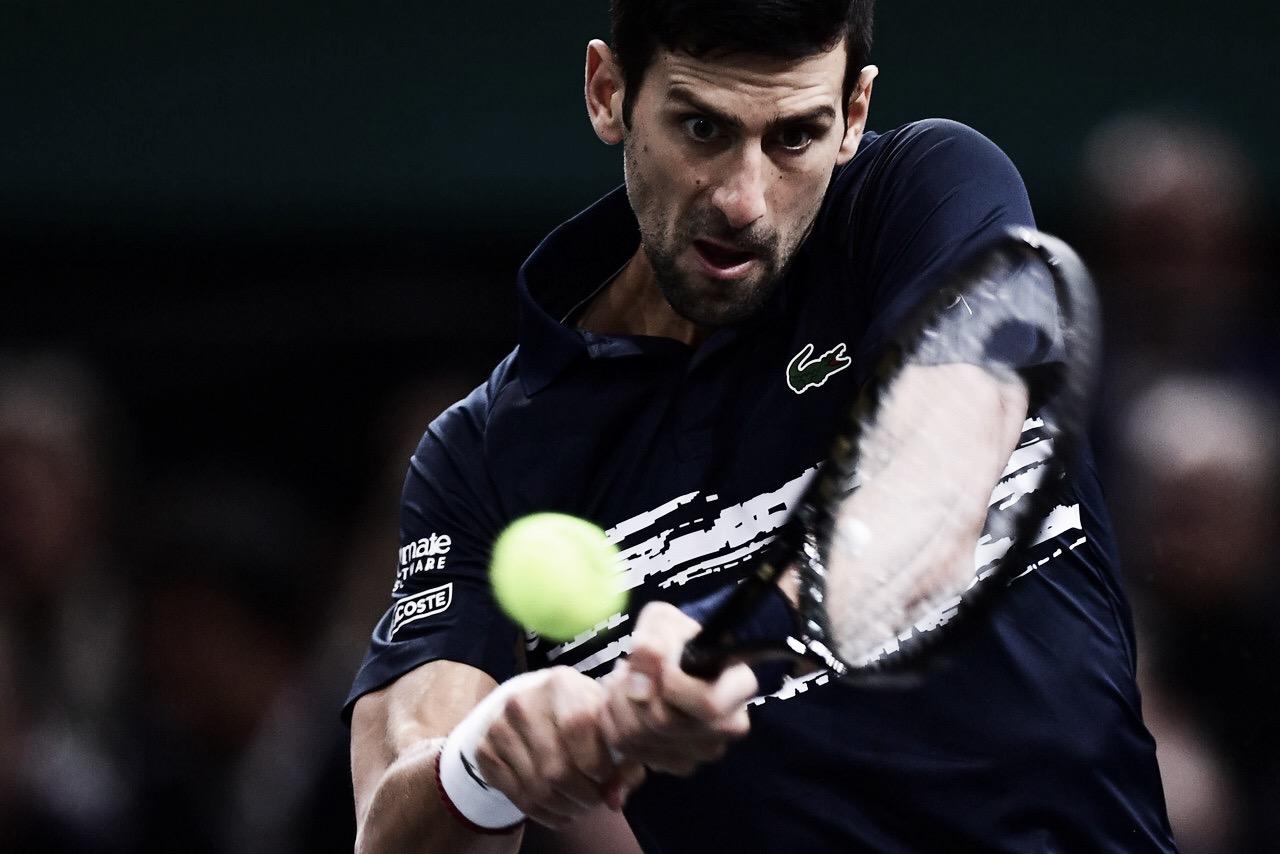 Djokovic bate Dimitrov e vai à sua quinta final em Paris; Nadal sente lesão no aquecimento e desiste