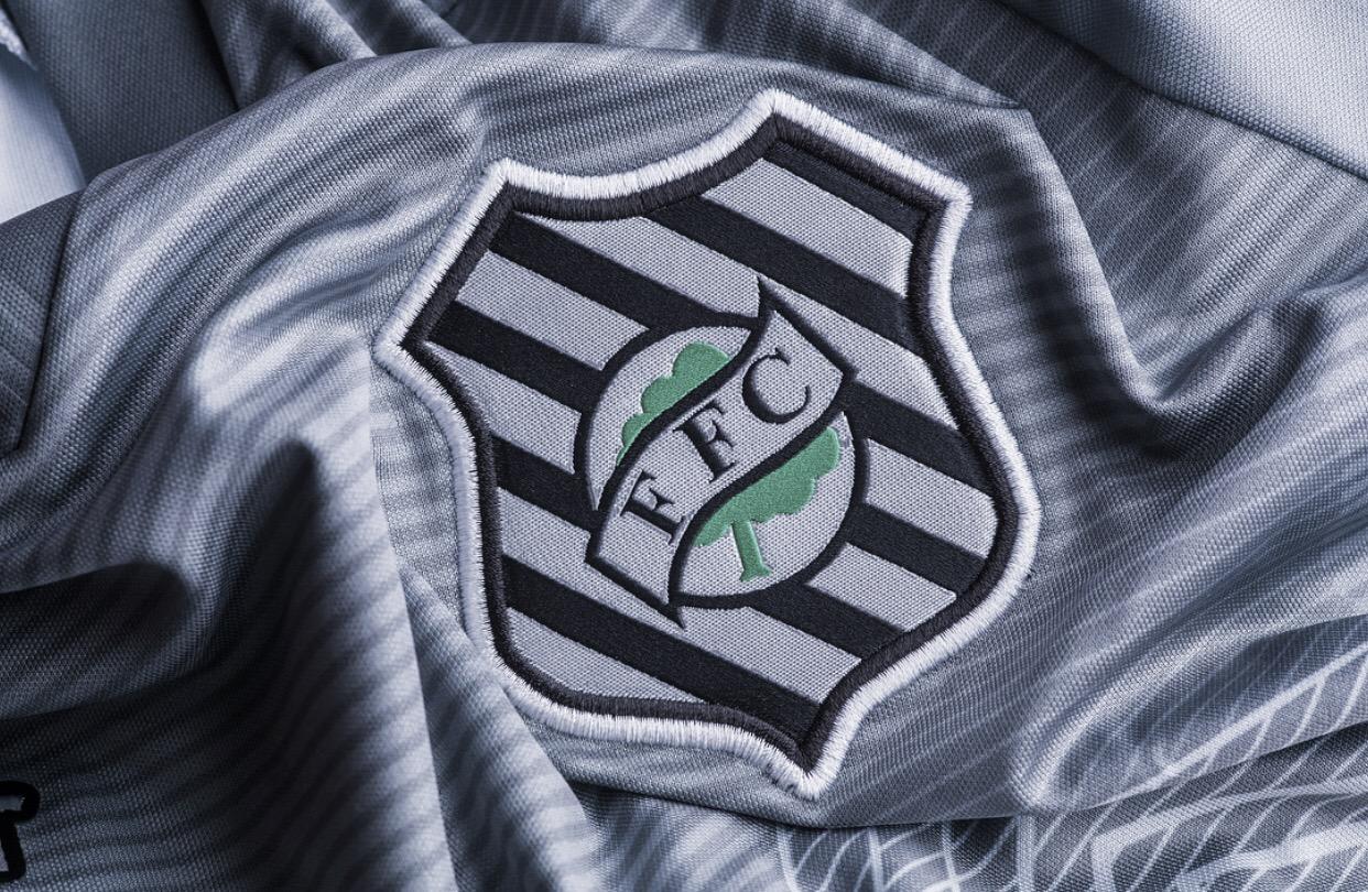 """Micale lamenta revés do Figueirense e elogia Sampaio Corrêa: """"Jogamos contra um time aguerrido"""""""