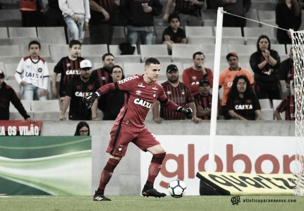 """Felipe Alves celebra vitória do Atlético-PR sobre o Botafogo: """"Valoriza o grupo forte"""""""