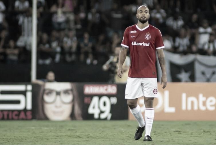 """Moledo destaca marca de nove anos no Internacional: """"Me sinto em casa"""""""