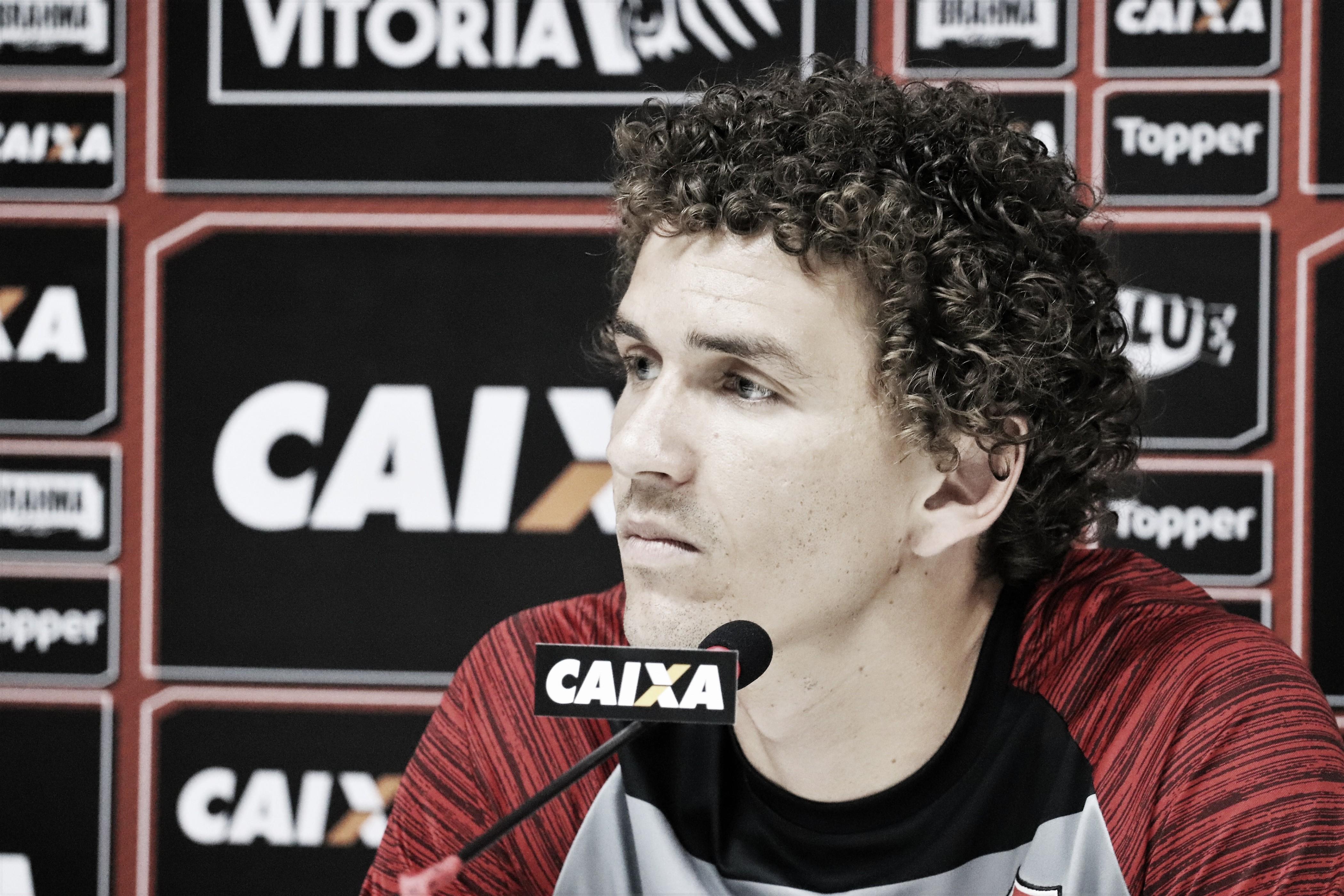 """Fabiano pede melhor desempenho do ataque do Vitória: """"Precisamos fazer mais gols"""""""