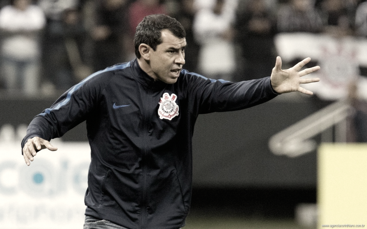 """Corinthians vence Independiente na Argentina, assume liderança e Carille destaca: """"Foi dentro do que eu esperava"""""""