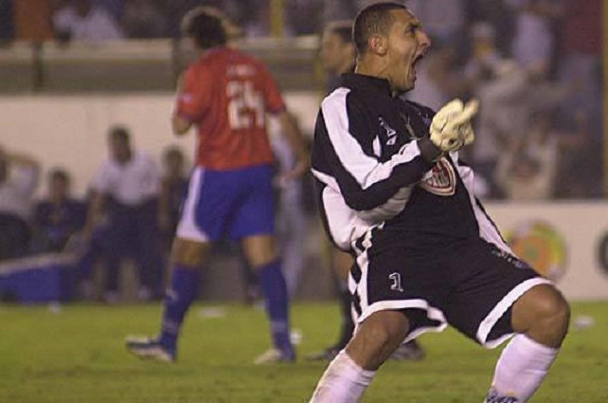 Fábio Costa foi herói em 2003 e Santos eliminou Nacional-URU nos pênaltis pela Libertadores