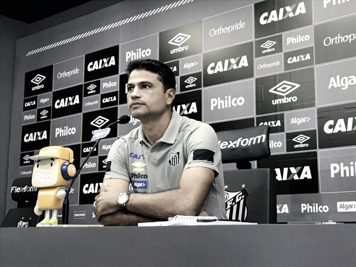 William Machado fala pela primeira vez após apresentação e explica sua função no Santos