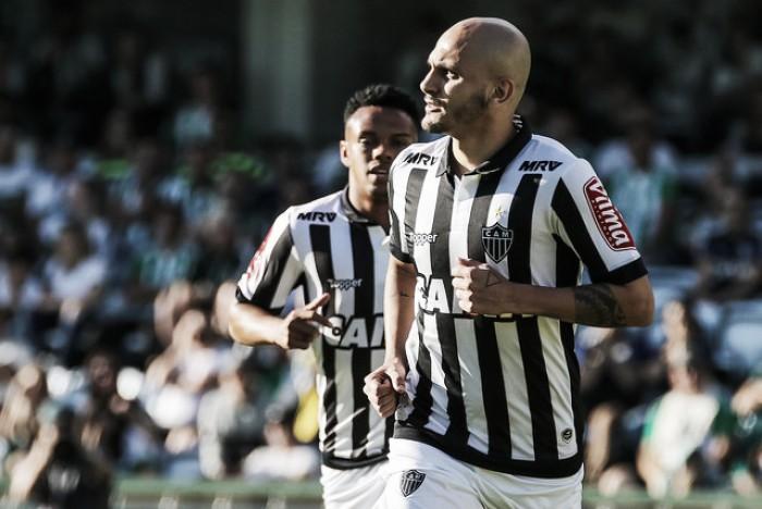 Fábio Santos marca seu primeiro gol pelo Atlético-MG após um ano no clube