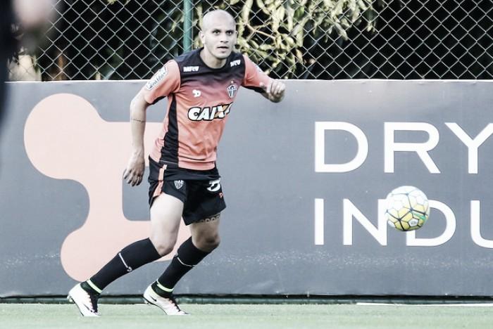 Fábio Santos é regularizado e pode estrear pelo Atlético-MG contra o Corinthians