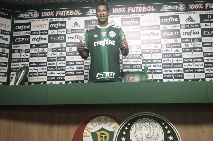 Lateral-esquerdo Fabrício é apresentado e projeta títulos no Palmeiras