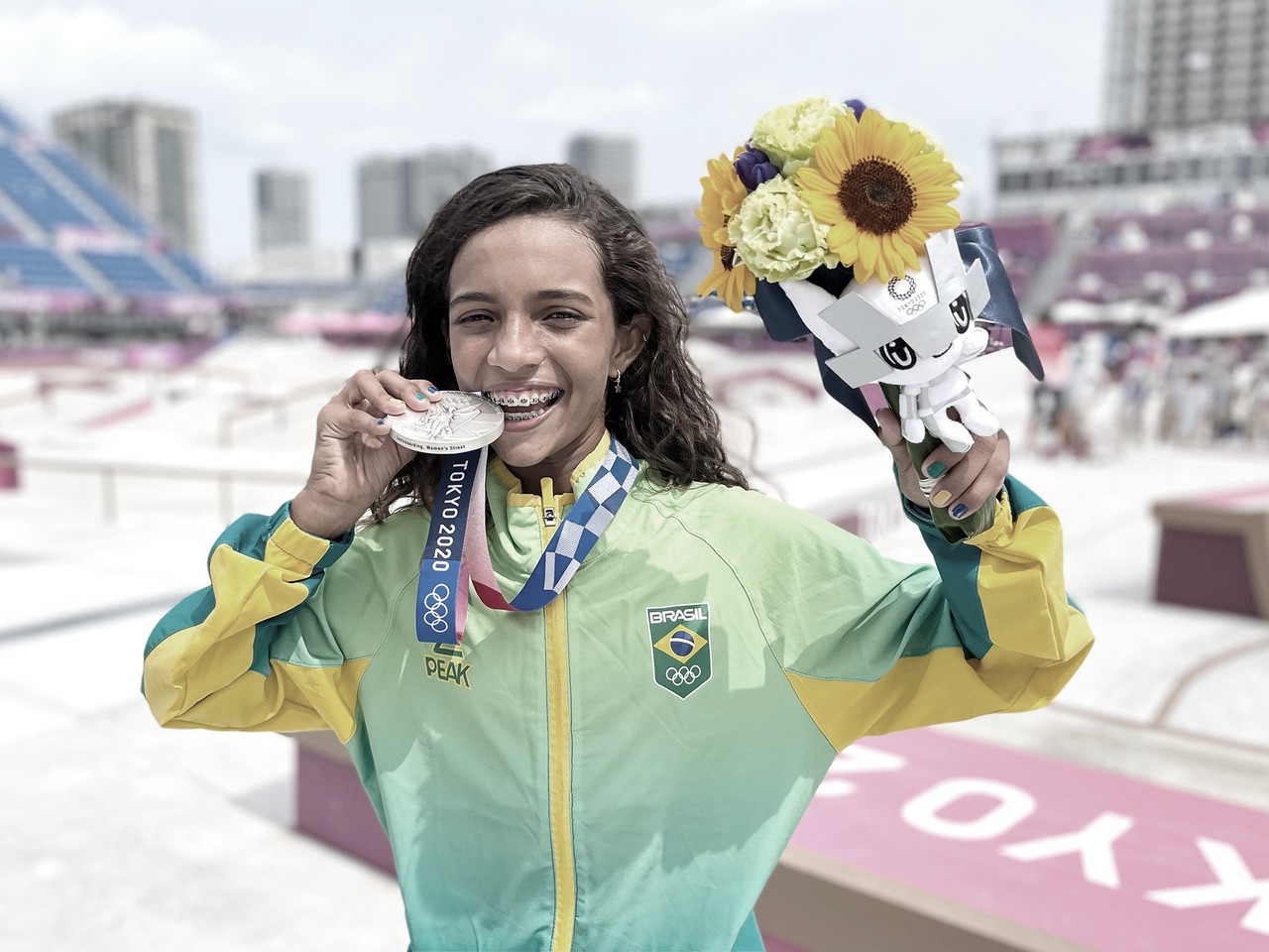 É prata! Aos 13 anos, Rayssa Leal se torna a medalhista brasileira mais jovem da história olímpica