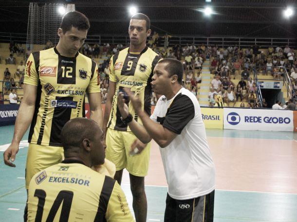 Mal na Superliga, Voltaço demite treinador Alessandro Fadul