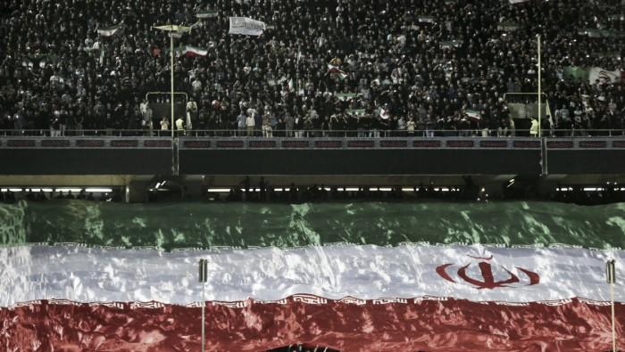 Sem desrespeitar a tradição, torcida iraniana não abandona seleção em dia sagrado ao Islã