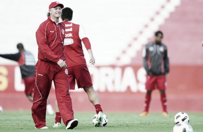 Paulo Roberto Falcão é anunciado como novo técnico do Internacional