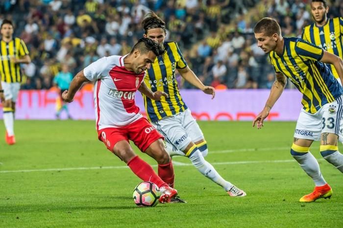 Falcao sofre lesão, Germain marca duas vezes e Monaco elimina Fenerbahçe da Champions
