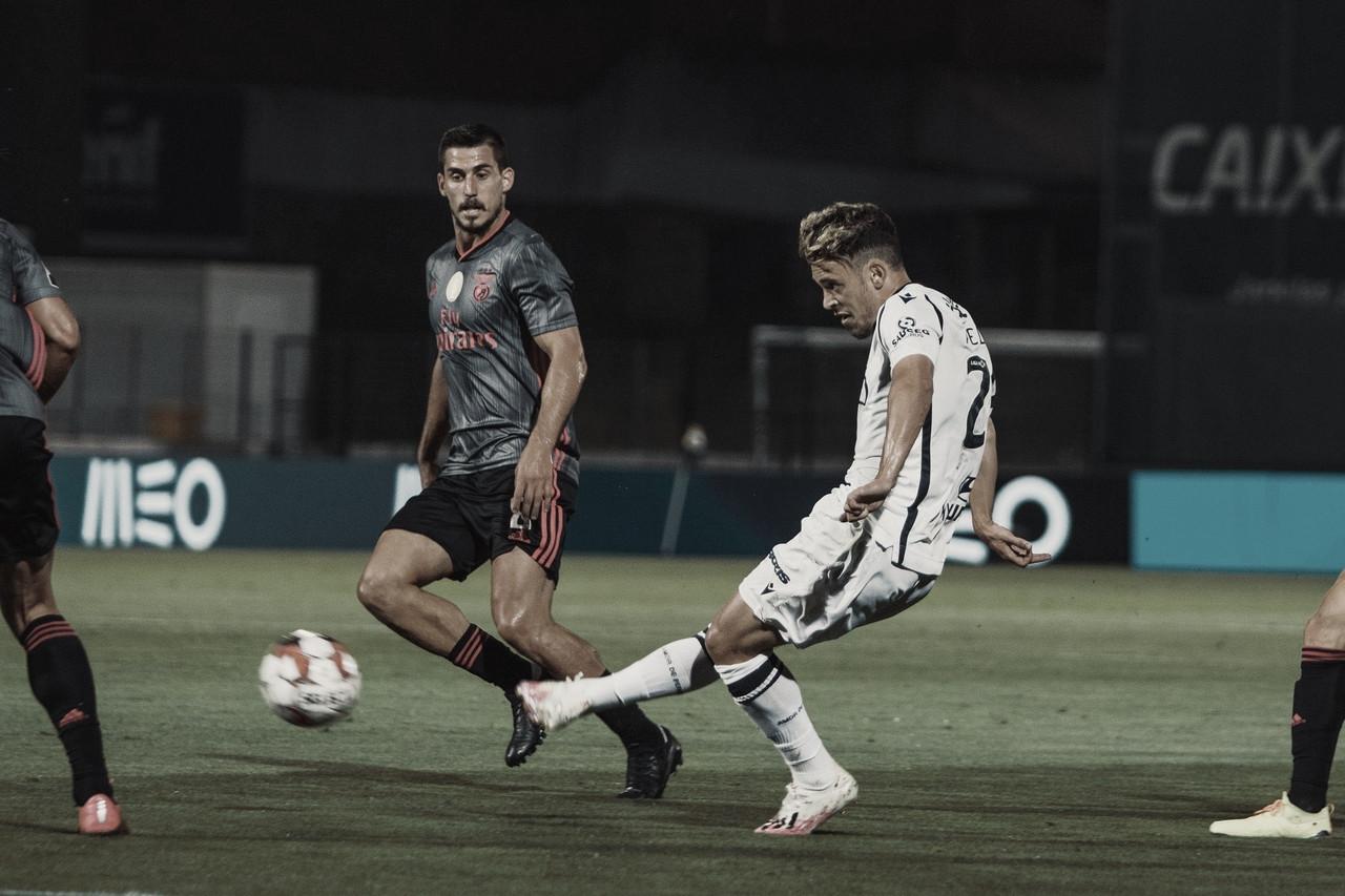Benfica cede empate para Famalicão e deixa Porto cada vez mais perto do título