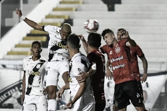 Com dois gols anulados, Ponte Preta marca no fim, vence Brasil de Pelotas e se afasta do Z-4