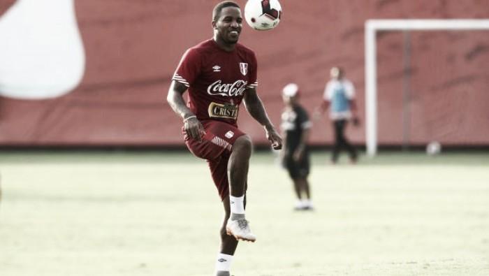 Jefferson Farfán retornó a los entrenamientos de la Selección Peruana