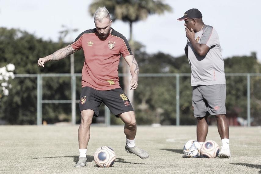 Com alvo de atingir 50 jogos no Sport, Willian Farias torce por retorno de competições