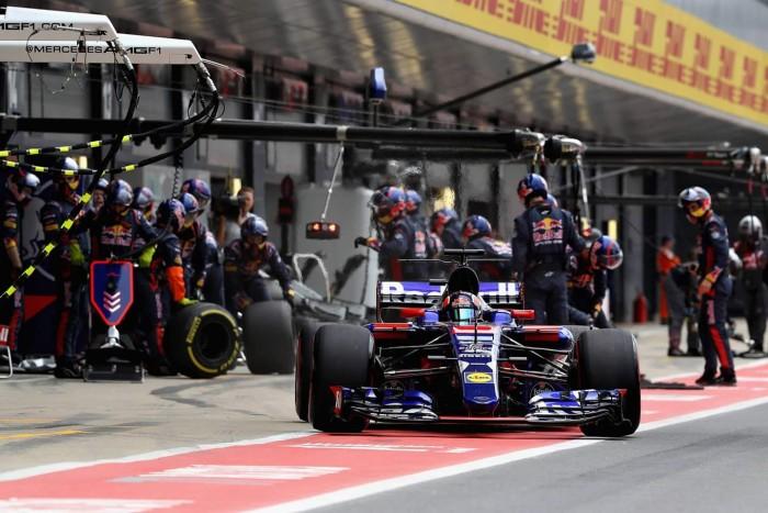 """F1 - Villeneuve attacca Kvyat: """"È spericolato, dovrebbe saltare qualche gara"""""""