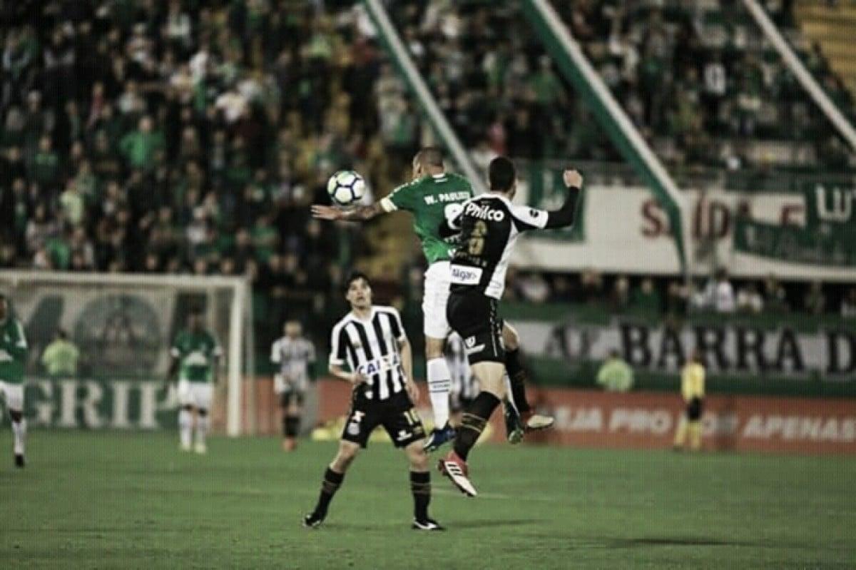 Em jogo de poucas emoções, Chapecoense e Santos empatam sem gols na Arena Condá