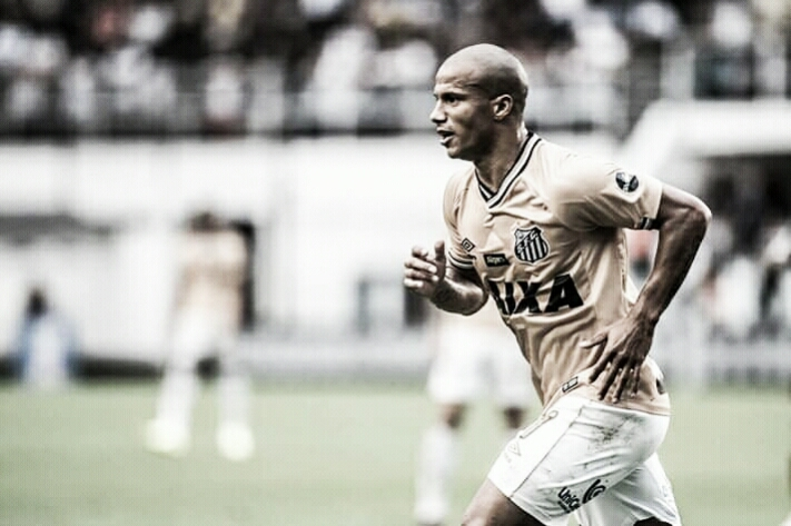 Sánchez festeja boa fase no Santos e fala sobre Seleção: ''É um prêmio para todos''