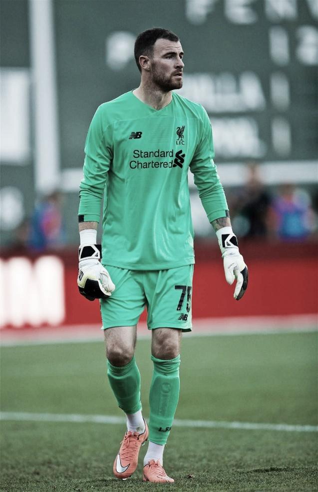 Após lesão de Alisson, Liverpool confirma retorno de Lonergan como reserva à curto prazo