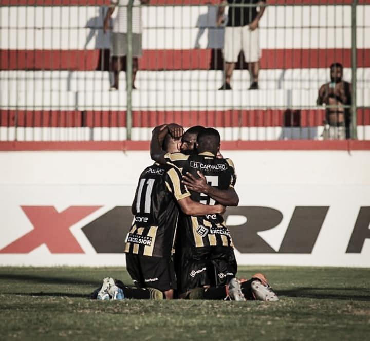 Com gol de pênalti nos acréscimos, Volta Redonda vence Bangu em Moça Bonita