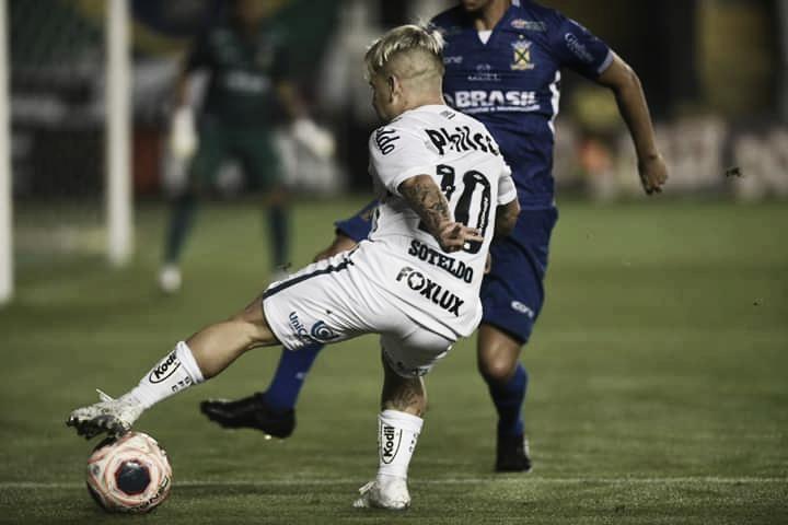 Santos sai atrás, mas busca empate contra Santo André com um a menos